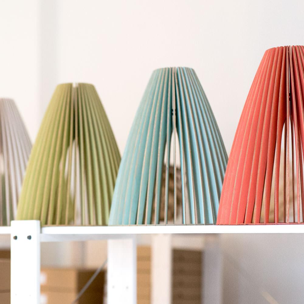 iumi design lampen aus Holz teia farben