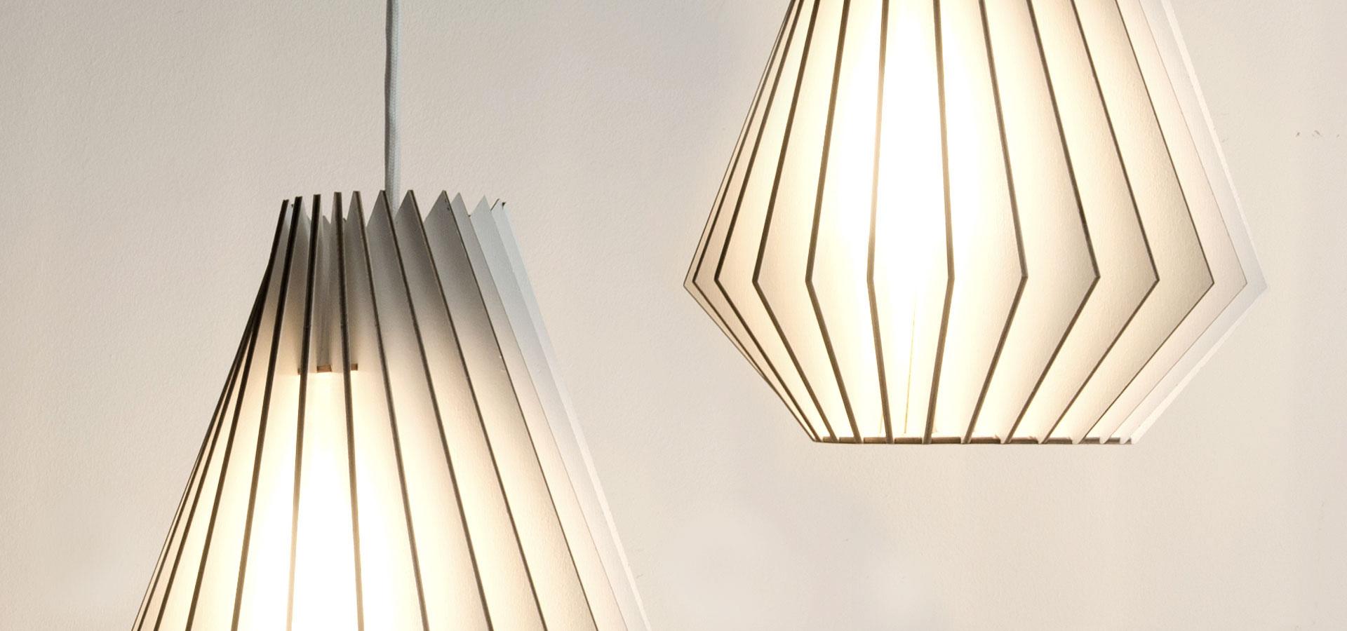 IUMI DESIGN LAMPEN AUS HOLZ HEKTOR–WEISS 1920×900 2