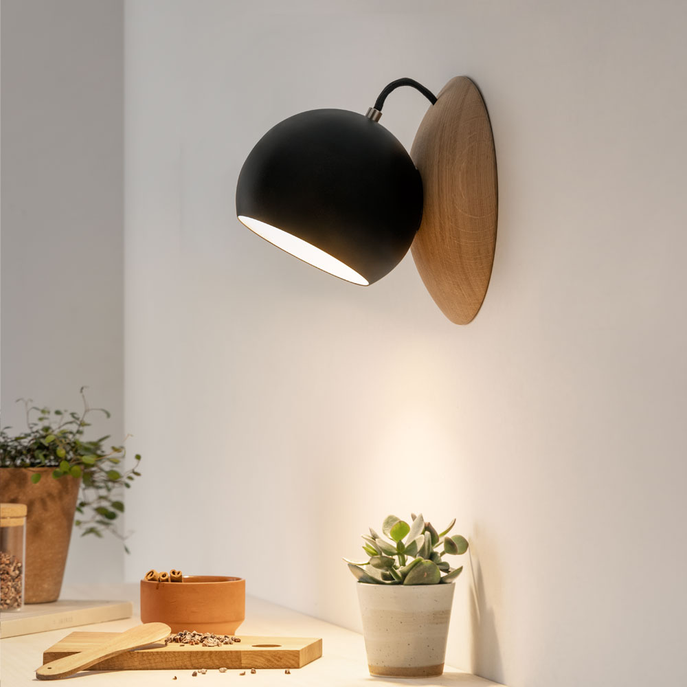 Wall lamp Orbit oak wood, magnetic bedside lamp