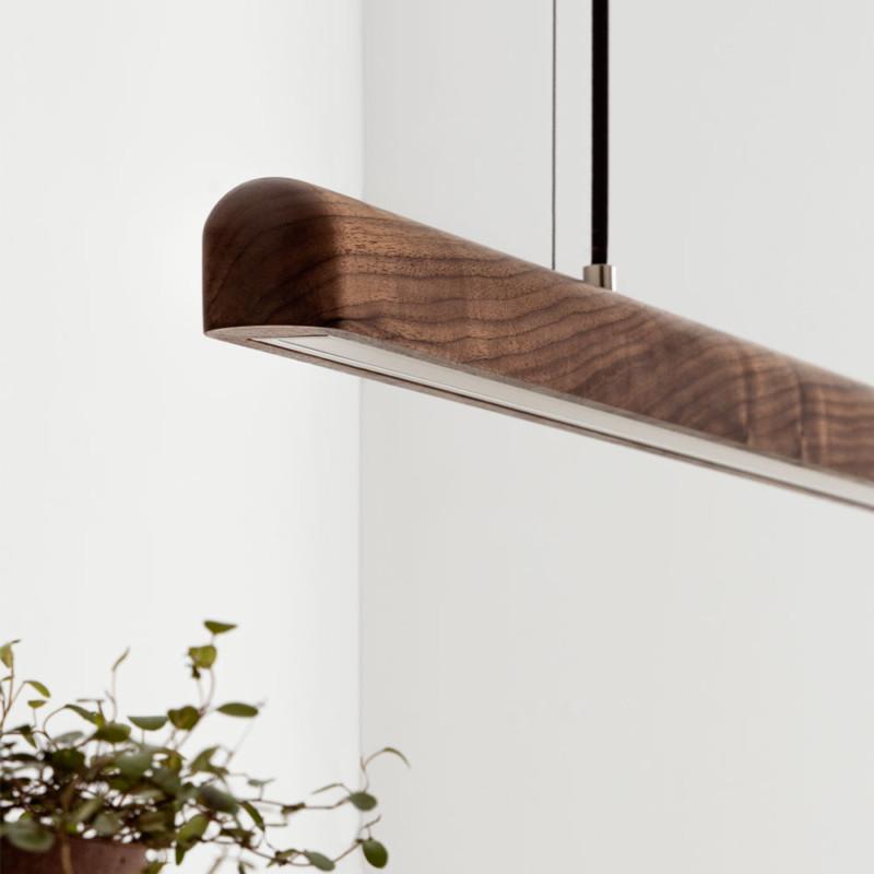 LED-Pendeleuchte-Nussbaum-Holz-Detail- NYX von IUMI DESIGN